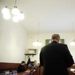 Kitiltási botrány: hat ember van benne, de csak egy vádlott – elkezdődött a per