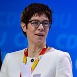 Merkel utódja szerint Európának nem szabad a nagyhatalmak játékszerévé válnia