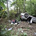Egy tűzoltó holtteste volt a Csepelen felborult autó alatt