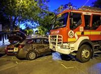 Szirénázó tűzoltóautó karambolozott Kispesten