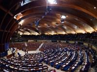Tízmilliókért szerződött egy korrupciós ügyben érintett belga politikusnak a Fidesz-alapítvány