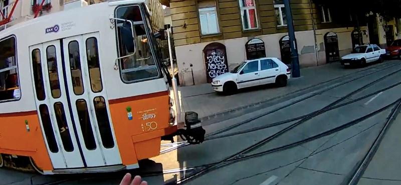Egyetlen gesztus elég volt a budapesti villamosvezetőtől, hogy feldobja a kerékpáros napját – videó