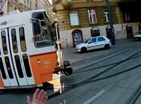 Halálra gázolt egy kerékpárost a villamos Budapesten