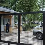 Tovább szolgálhat a rendőr, aki közelről arcon fújt gázzal egy menekültet Kiskunhalason