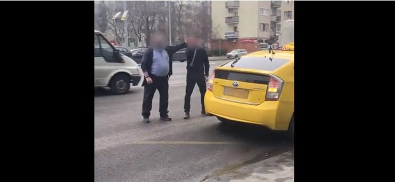 Felpofozta egymást a taxis és a BKV-s sofőr – videó