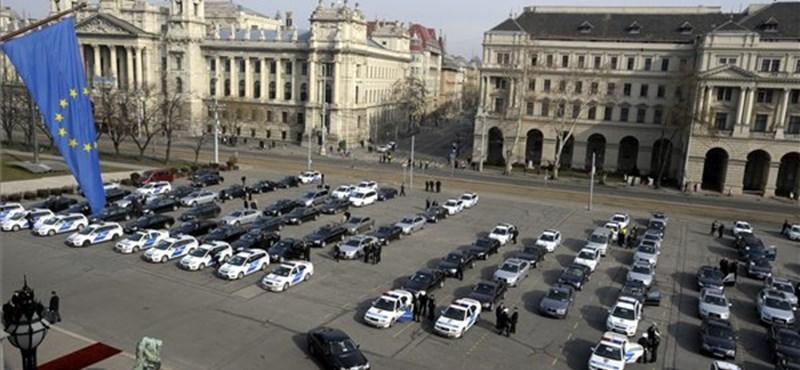 Pixel-idegenvezető siketeknek a Kossuth téren