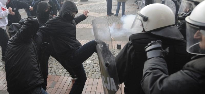 Varsói zavargások: szabadon engedték a magyar állampolgárt