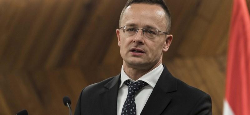 Szijjártó: Hülyeség, hogy el akarjuk hagyni az Európai Uniót
