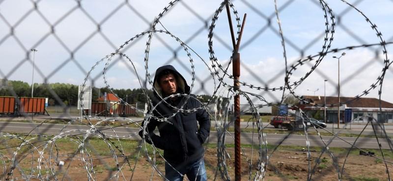 Verik és kínozzák a menekülteket a magyar rendőrök