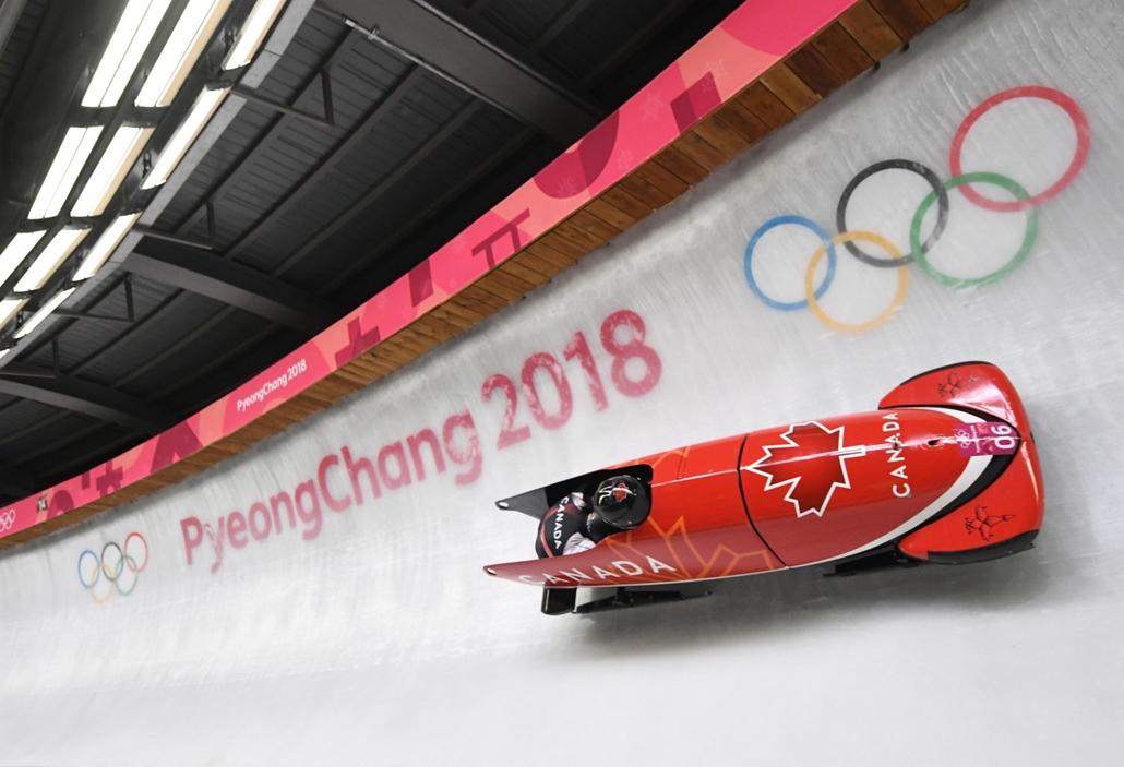 afp.18.02.18. - Phjongcshang, Dél-Korea: A kanadai Justin Kripps és Alexander Kopacz bobpárosa a phjongcshangi téli olimpián Kangnungban 2018 februárjában. - napibest, téli olimpia