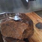 Egy több mint 30 kilós meteoritot találtak egy németországi kertben