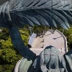 Mészáros és egy 31 éves modell már feltűnt a Citadellánál, kérdés, marad-e a Szabadság-szobor