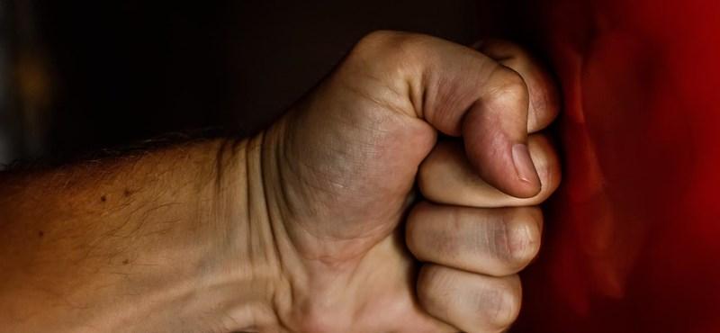 Négy és fél évet kapott a feleségét bántalmazó férfi