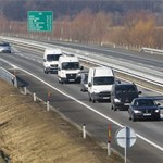 Hat járműből álló konvoj szállítja a veronai áldozatok holttestét