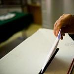 Választás: szavazókat fényképez a fideszes képviselő Jászszentlászlón