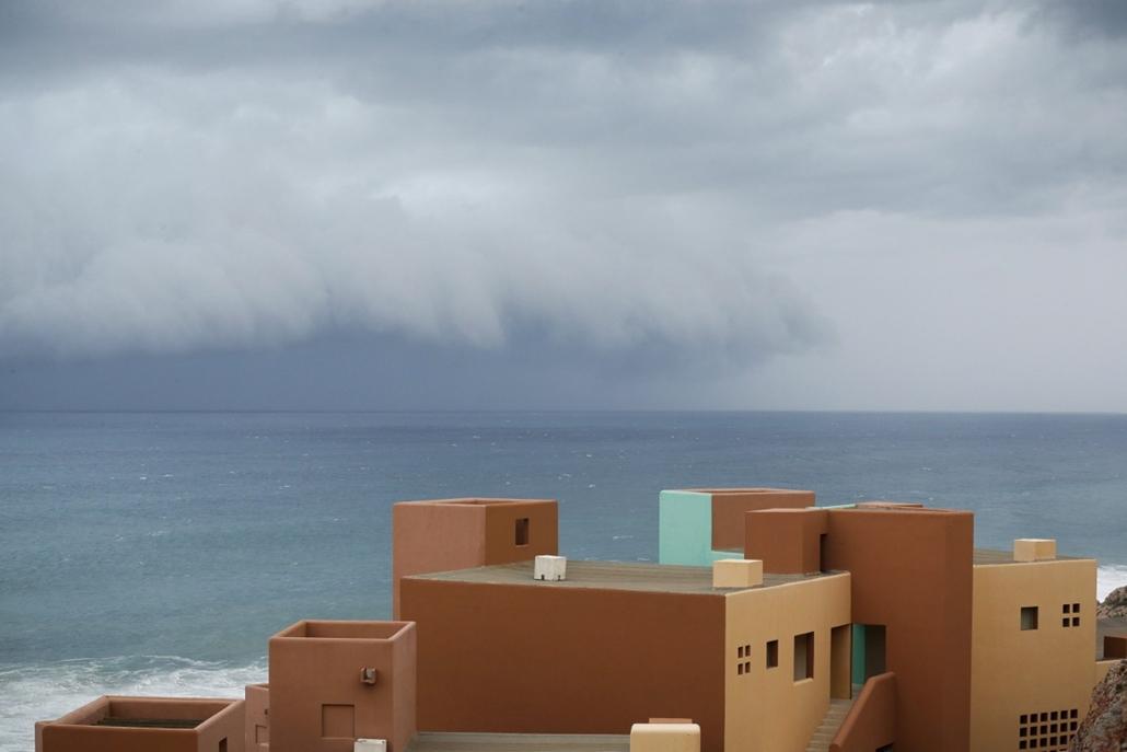 AP_! szept.29-ig_! - Los Cabos, Mexikó: az Odile hurrikán érkezése
