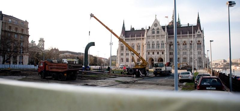 Reggelre eltűnt a Károlyi-szobor