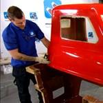 Így készül a világ legkisebb autója – videó