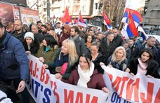 Blokád alá vette az ellenzék a szerb köztévét