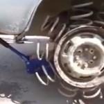 Már megint az oroszok: ilyen egy rugós kerekű Lada – videó