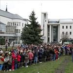 Miskolci polgármester: az ételosztáson több százezer forint kárt okoztak a sorban állók