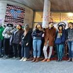 Szarka Gábor ismét nem jutott be az SZFE épületébe - élő közvetítés