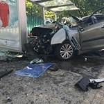Buszmegállóba csapódott autó: újabb részlet derült ki a halálos tömegbalesetről