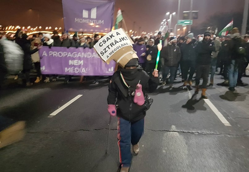 A tüntetés után a tiltakozók nagy része elindult a köztévéhez