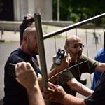 Elszabadult indulatok: a kopaszok szabályosan kiütötték a Ligetvédőket