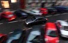 Egyre idősebb autókkal járnak a magyarok, Trabantból is fut még tízezer