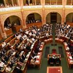 Ma szavaz a parlament az alaptörvény 9. módosításáról