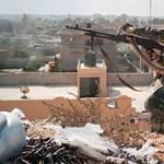 Rakétákat lőttek a líbiai főváros reptere felé