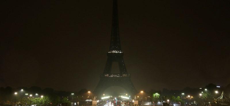 Három méter magas, golyóálló üvegfallal veszik körbe az Eiffel-tornyot
