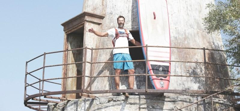 Szeméttel harcolt a Dunán állva végigevező természetvédő