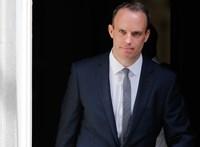 Lemondott a brit Brexit-ügyi miniszter, a kormány fele követheti