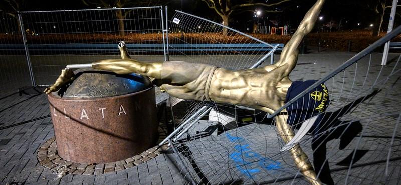 Vandálok döntötték le Malmőben Ibrahimovic szobrát