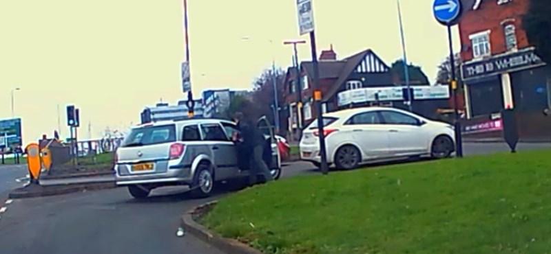 Így kell stílusosan elkapni egy cserbenhagyó sofőrt – videó