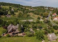 Tihanyban Mészáros Lőrinc háza papíron akár istálló is lehetne