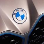 Itt az első BMW, amin már az új embléma látható