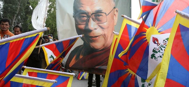 Kórházba került a dalai láma