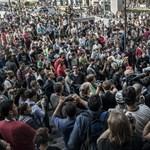 """Külföldi sajtó: Orbán, a """"zseb-Putyin"""" az év """"politikai bombáját"""" robbantotta"""