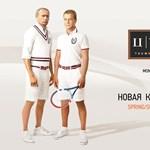 Putyin és Medvegyev reklámplakáton pózol - fotó