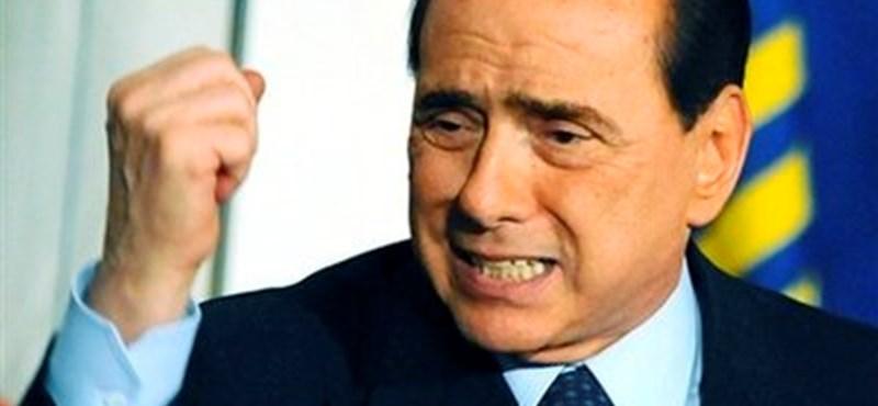 Berlusconi nagyot bukhat Milánóban