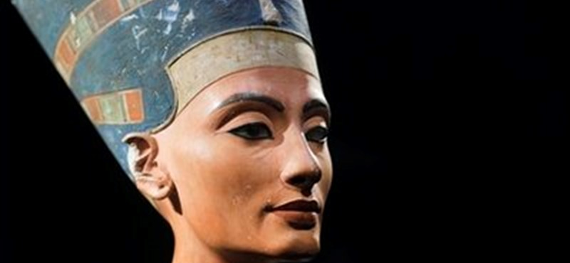Tutanhamon sírjában van Nofertiti is?