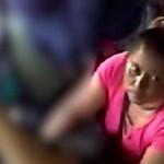 Egy kisgyerekkel lopatta el az előtte ülő táskáját egy nő – videó