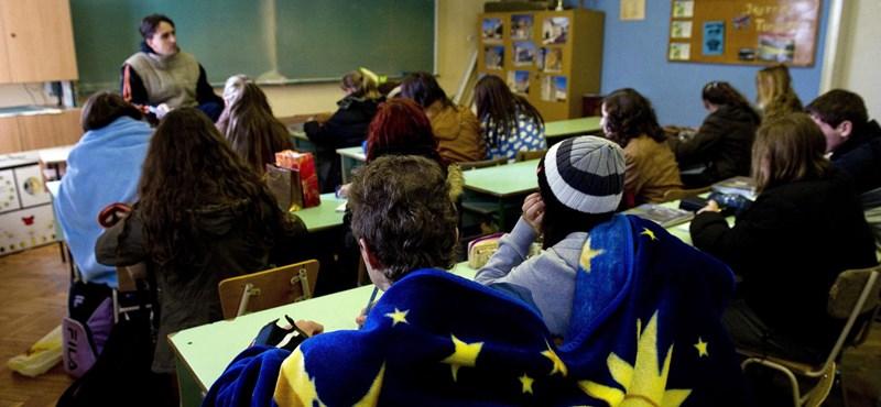A törvénysértés határán egyensúlyoznak a tanítási szünetet tartó iskolák
