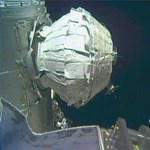 Bement egy űrhajós az űrszobába, de hideg és sötét volt