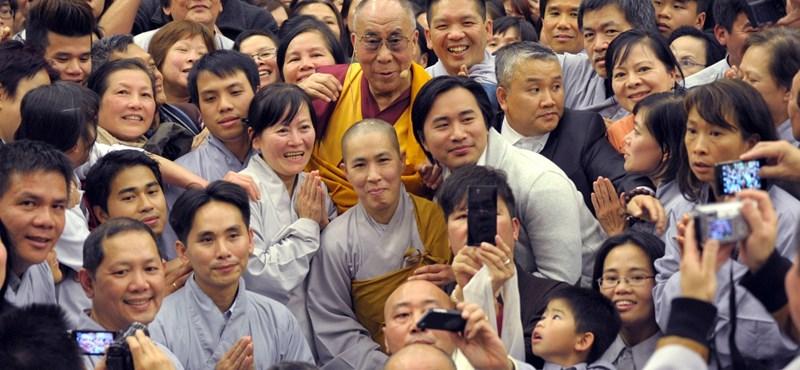 A dalai láma dicsérte a kínai elnököt