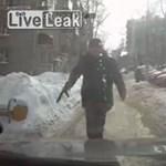 Stukkert rántott egy autósra az út közepén tántorgó részeg