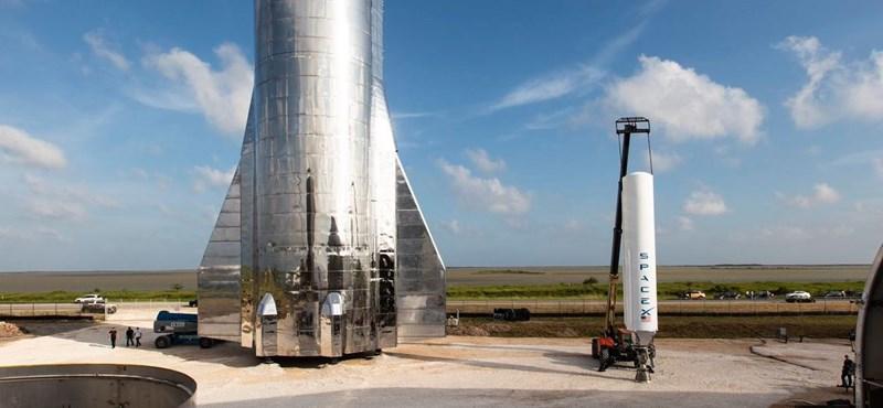 Elon Musk állítja: űrhajója 100 embert is elvisz egy másik bolygóra